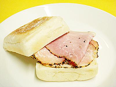 白マフィン ハムチーズ