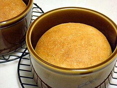レーズン酵母でパン作り